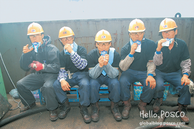 Gwangyang Steelworks' employees at Iron Making Division are chilling themselves with ice-creams during the break