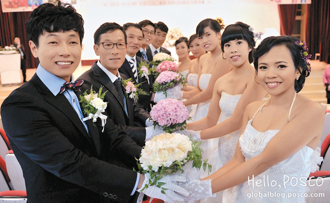Gwangyang Friends Volunteer Corps and a local organization hosted a joint wedding for multi-cultural couples