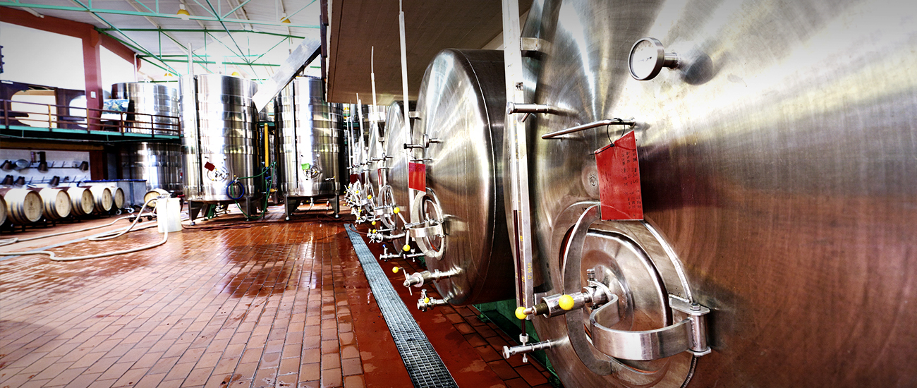 Cheers to Steel: 4 Ways the Metal is Influencing the Alcohol Industry