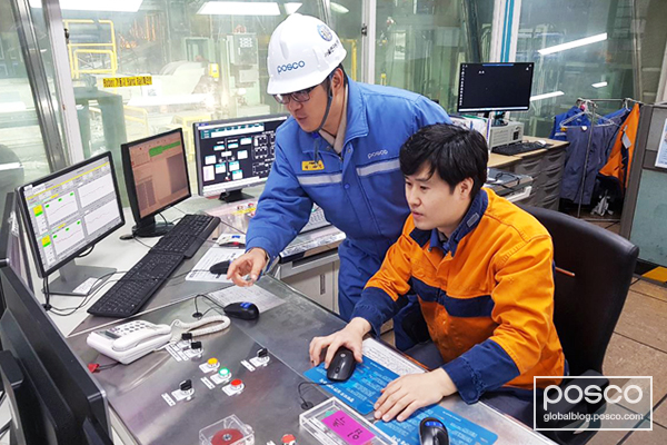 POSCO employees monitor IIoT driven coating weight at Gwangyang Works automotive steel plant