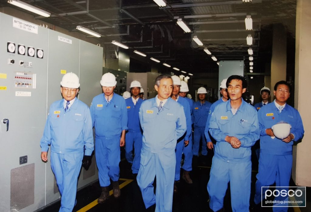 Nam Tae-Gyu walks through the fire prevention system at POSCO's Steel Mill 1 with executives and employees.