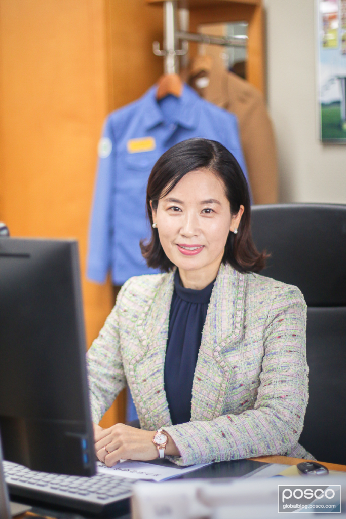 Lee Yu-Kyung at her desk at POSCO.