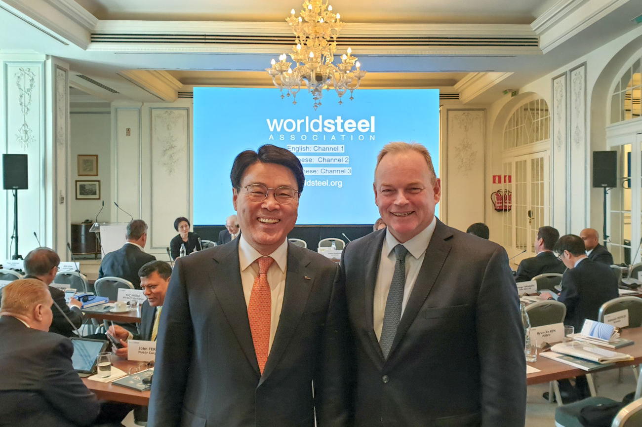 CEO Jeong-Woo Choi pictured with the worldsteel Chairman André Johannpeter (Executive Vice Chairman, Gerdau S.A.) at the worldsteel annual meeting held in Madrid, Spain