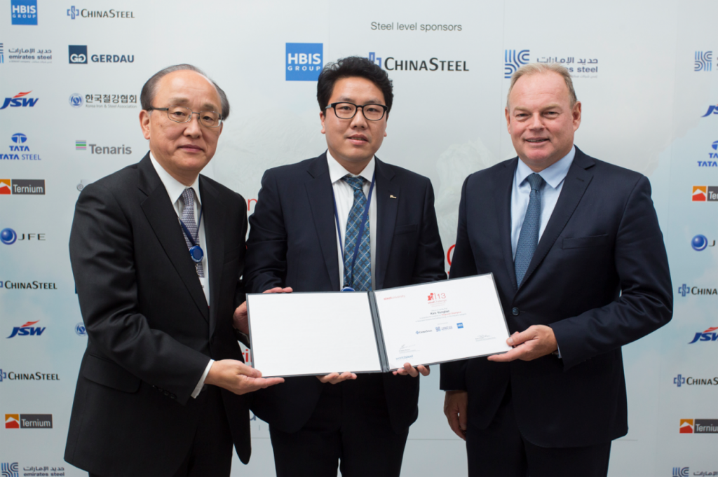 The SteelChallenge World Champion Yong-Tae Kim of Pohang Steelworks (center) with Koji Kakigi (pictured left – worldsteel Education and Training Committee Chairman & JFE Steel Corp. CEO) and worldsteel Chairman André Johannpeter (pictured right – Gerdau S.A. Executive Vice Chairman)