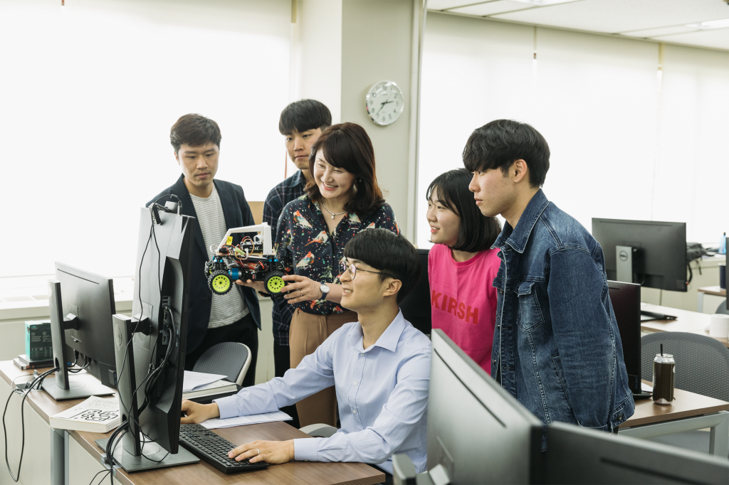 POSCO AI-Big Data Academy at work with POSTECH faculty
