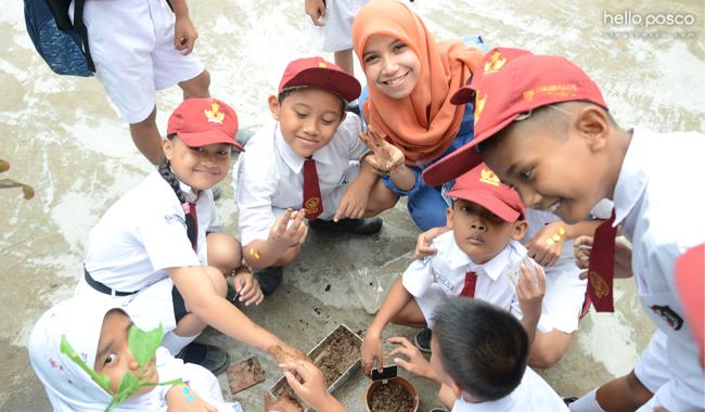 인도네시아 학생들을 위한 교육환경 개선 프로그램 제공