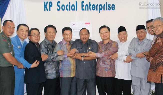 포스코패밀리가 진출한 지역에 사회적기업을 설립해 일자리를 제공