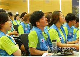 교육을 듣는 단원들의 모습