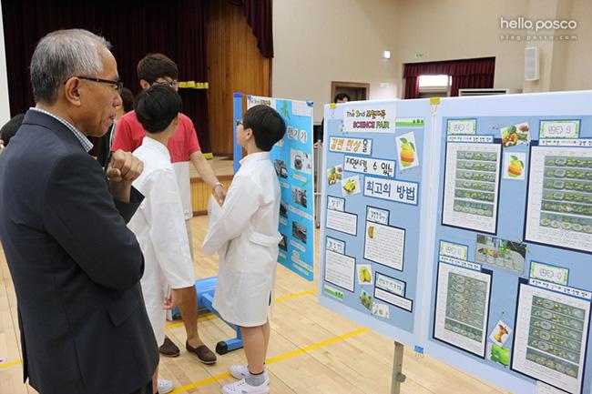 철지초 6학년 전교생이 3개월 동안 연구한 자신의 프로젝트를 발표하고 어린이 박사로 인증받는 뜻깊은 자리