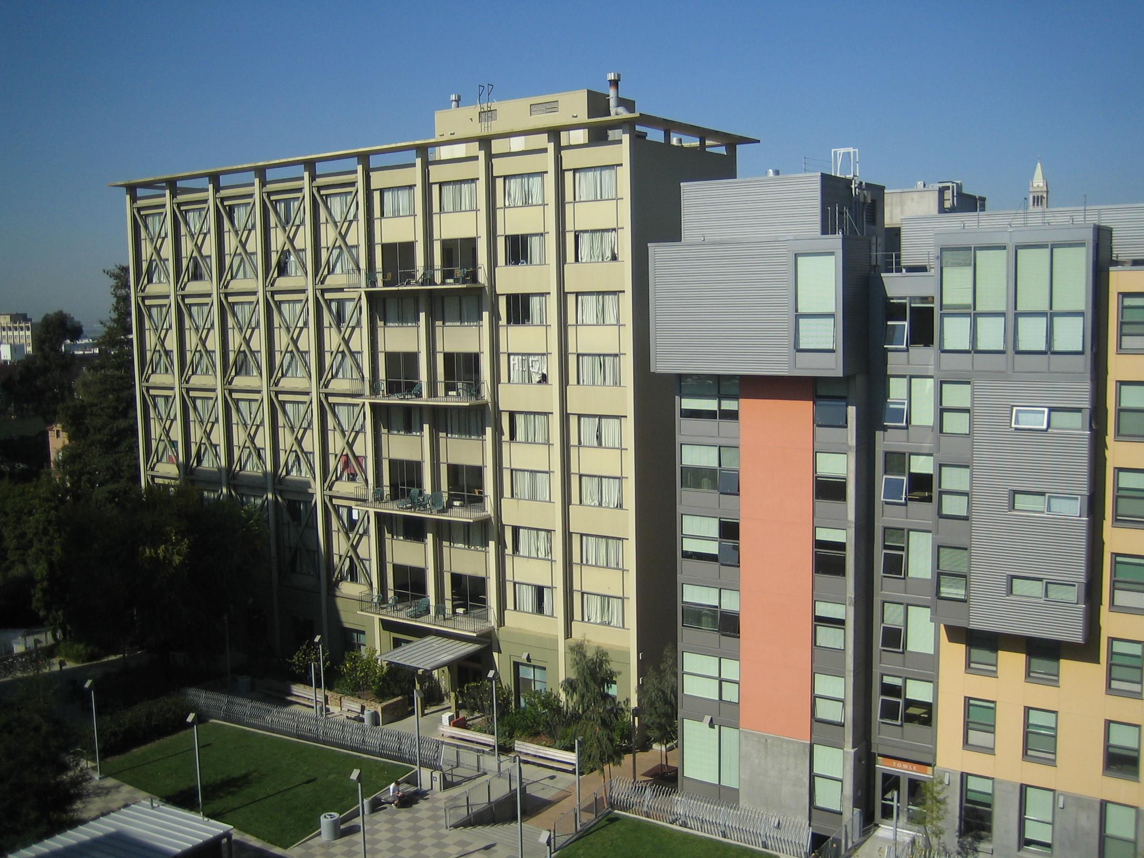 버클리 기숙사, 전단보강 트러스(부재가 휘지 않게 접합점을 핀으로 연결한 골조구조)가 삽입된 모습