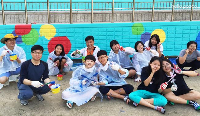 학생들의 꿈과 끼를 펼친 벽화작업