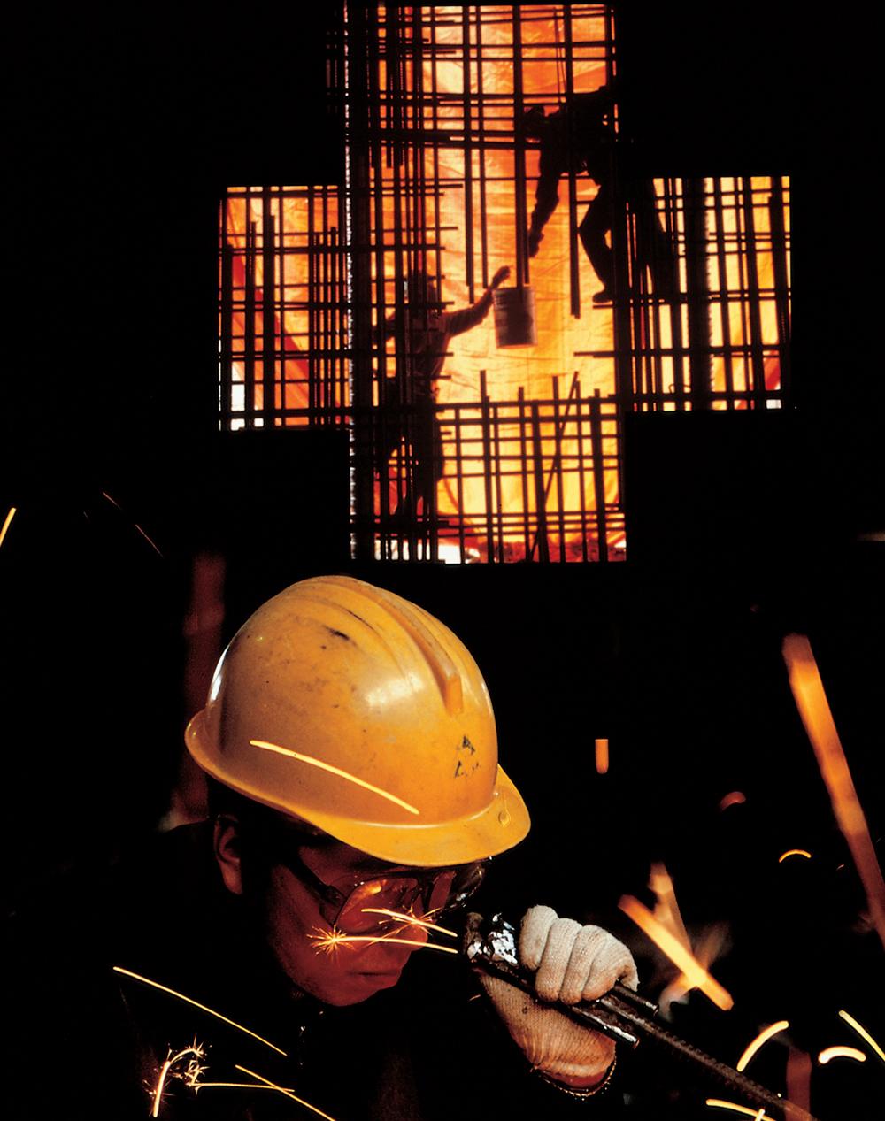 제철소 작업 현장을 보여주는 사진