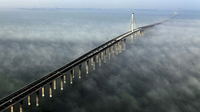 세계에서 가장 긴 항만 대교인 중국의 자오저우 만 대교
