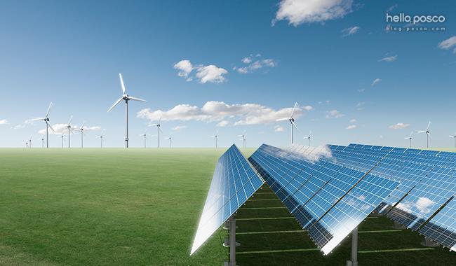 재생에너지 (태양열판들과 풍량발전기 사진)