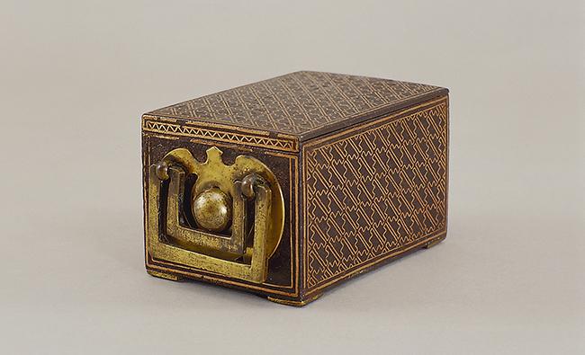 조선시대에 만든 금입사기법으로 제작된 담배합