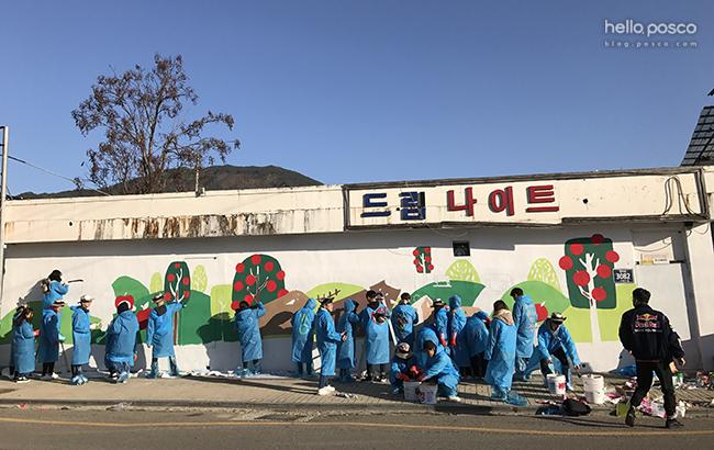 전북자원봉사센터와 협력하여 봉사활동 지역 문화를 탐방하는 '볼런투어(봉사를 뜻하는 Volunteer와 관광을 뜻하는 Tourism의 합성어)'프로그램을 기획