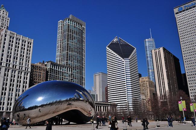 시카고의 밀레니엄 광장에 위치한 '구름 문(Cloud gate)