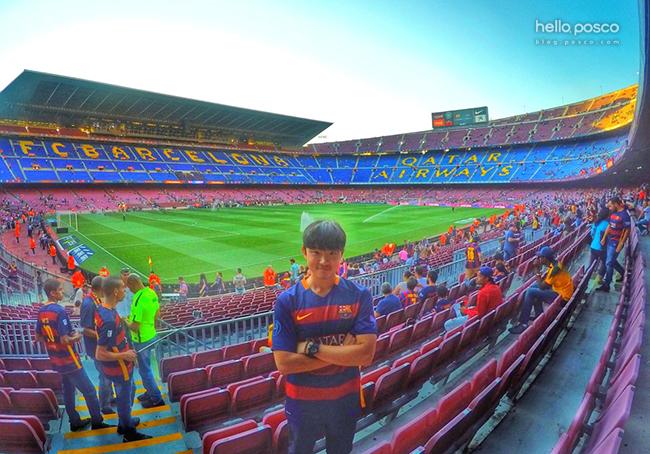 △ 오래전부터 버킷리스트로 꿈꿔왔던 스페인 바르셀로나 축구 경기 직접 관람하는 사진
