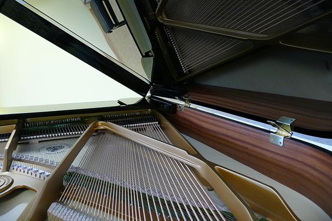 피아노 속 선재의 모습