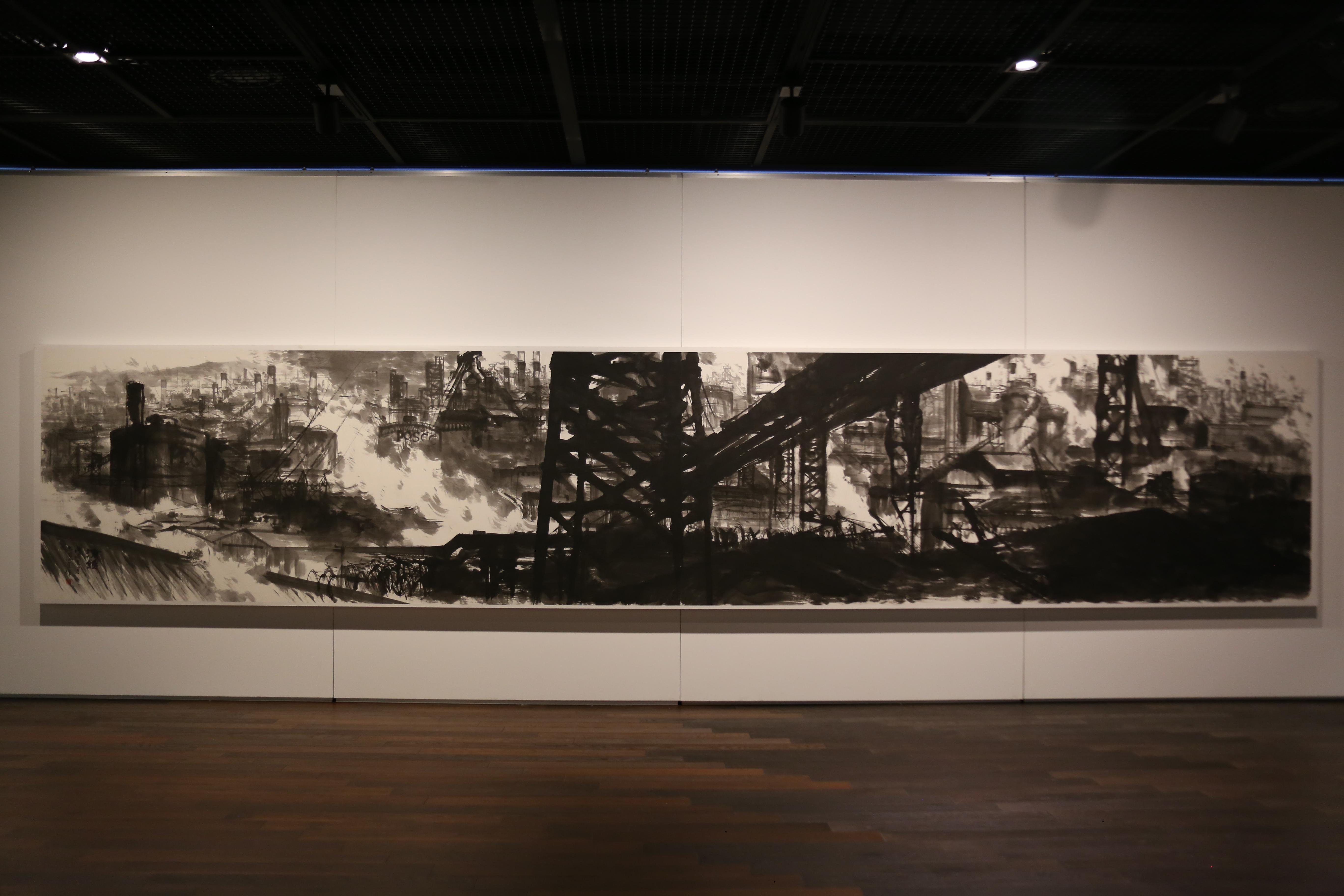 포스코미술관에서 철을 소재로 하는 '제철비경-위대한 순간의 기록' 전시가 시작된 모습