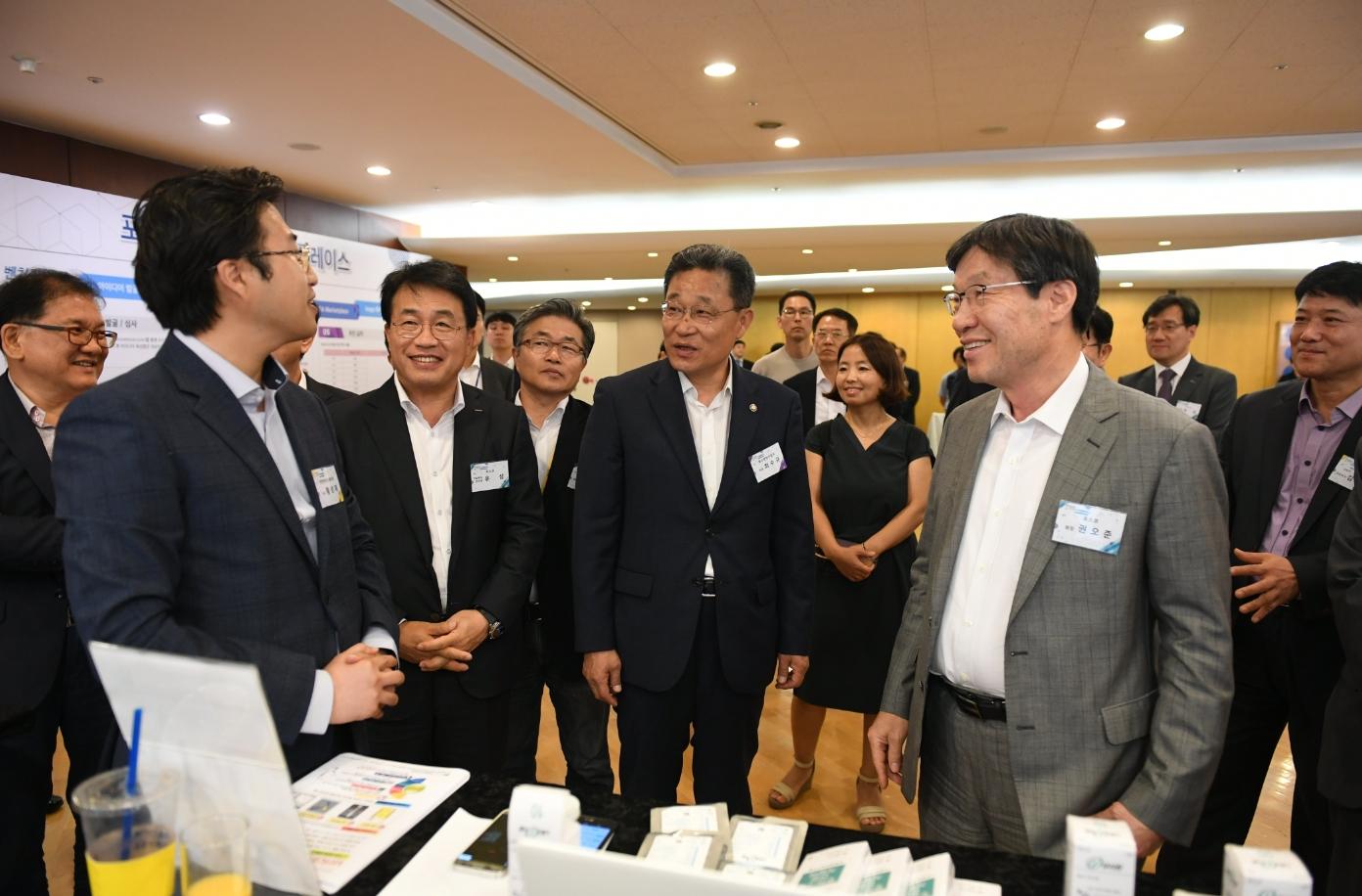 포스코가 지난 4일 포스코센터에서 제 15회 아이디어 마켓플레이스(Idea Market Place)를 개최한 모습