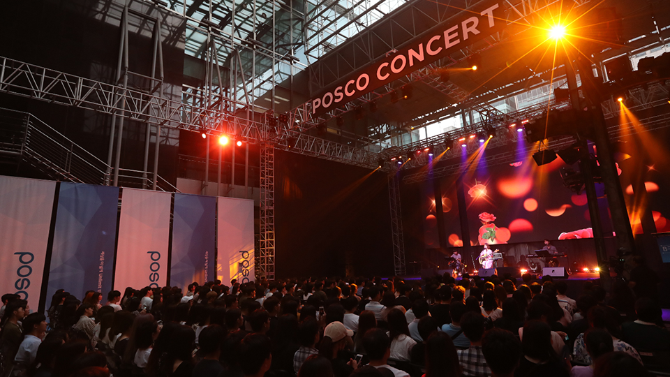 POSCO CONCERT 포스코센터에서 열린 CHEER UP, 청춘! 콘서트 공연 모습.