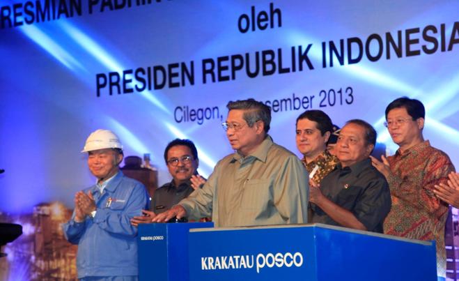 지난 2013년 인도네시아 찔레곤에서 동남아 최초 일관제철소 준공식 모습. 가운데는 수실로 밤방 유도요노(Susilo Bambang Yudhoyono) 인도네시아 前대통령