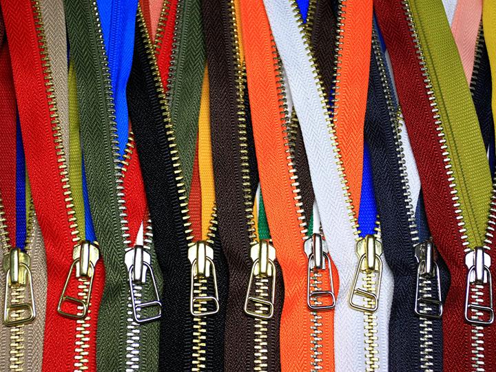 이호인 작품 Zipper Pattern. 각양각색의 규칙적이고 반복적인 지퍼 패턴의 모습
