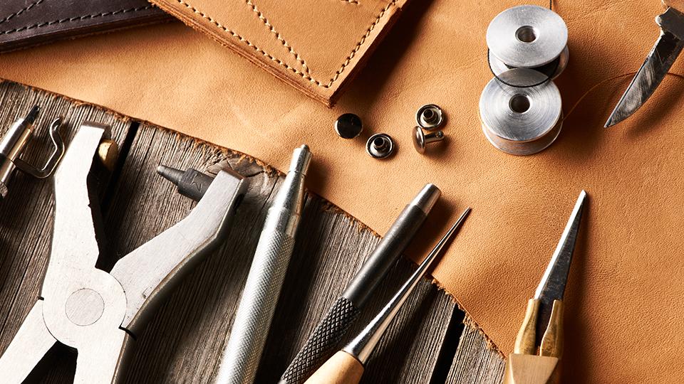 가죽 공예에 사용되는 여러 도구들.