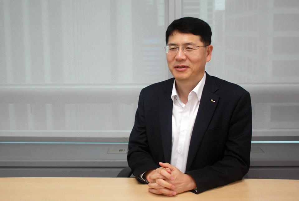 포스코 동반성장섹션 홍승현 리더가 중소기업의 자금 운용을 돕는 정책을 지속적으로 펼쳐갈 것이라고 말하고 있다
