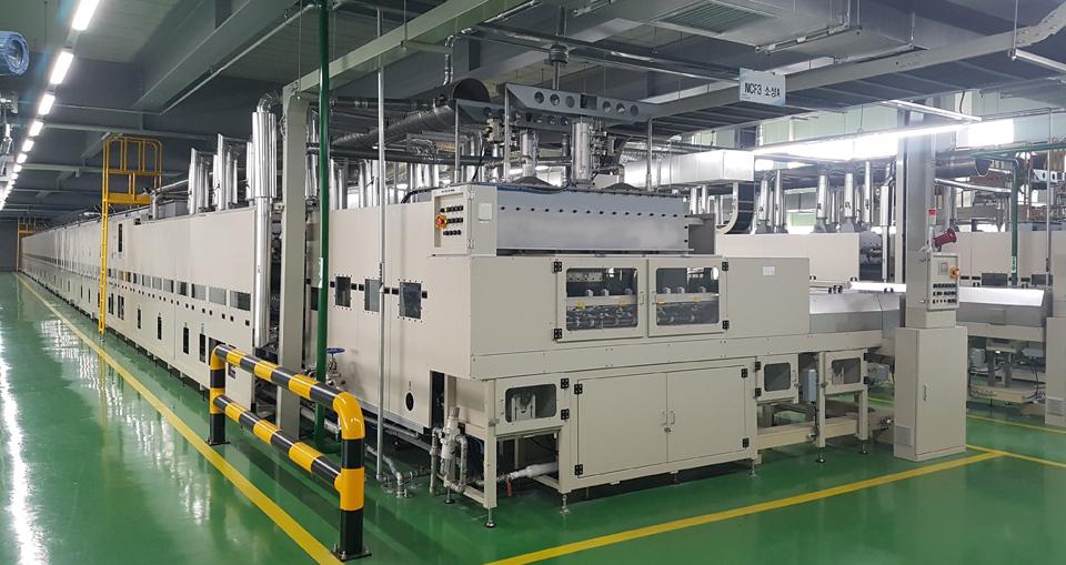 양극재를 생산하는 포스코ESM 구미 공장의 소성 공정 라인.