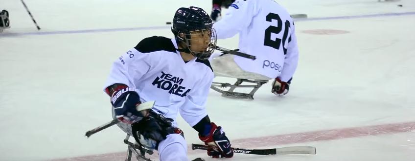 장애인 아이스하키팀 경기 모습