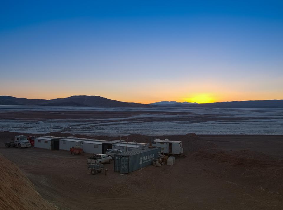 스코가 광산권을 인수한 아르헨티나 북서부에 위치한 '옴브레 무에르토(Hombre Muerto)' 염호 전경