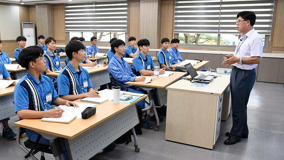 신입사원들의 교육 모습