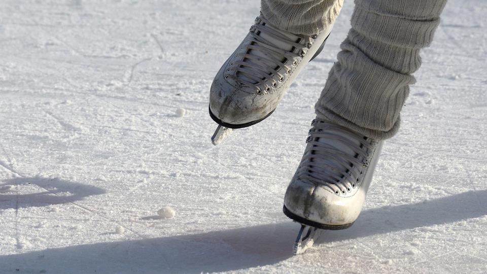 빙상 위 스케이트 칼날