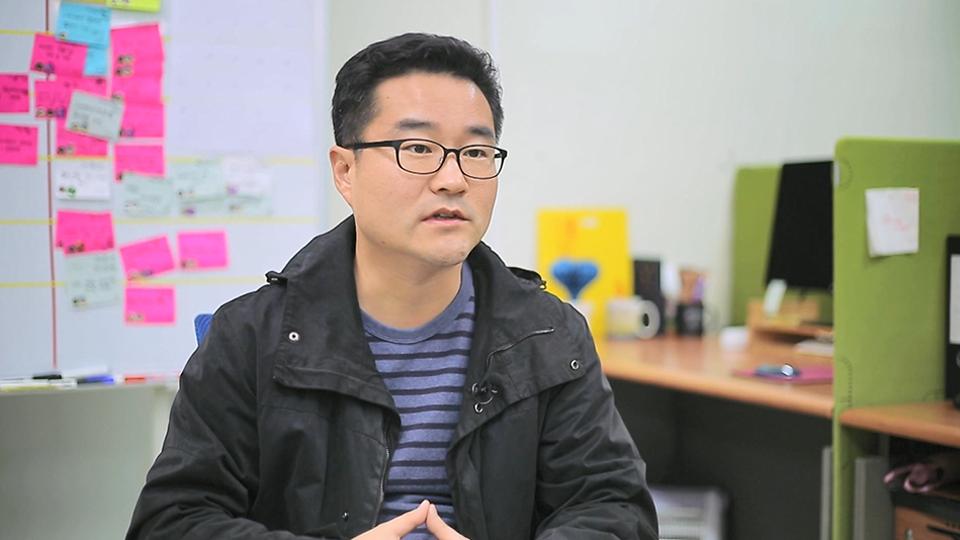 반오형 네오펙트 대표가 아이디어마켓 플레이스를 통해 원활하게 사업을 운영할수 있었던 상황을 설명하는 모습