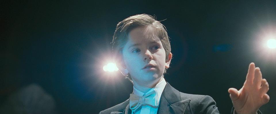 영화 어거스트 러쉬의 스틸 이미지 (출처:영화사 그램) 지휘하는 아이의 모습