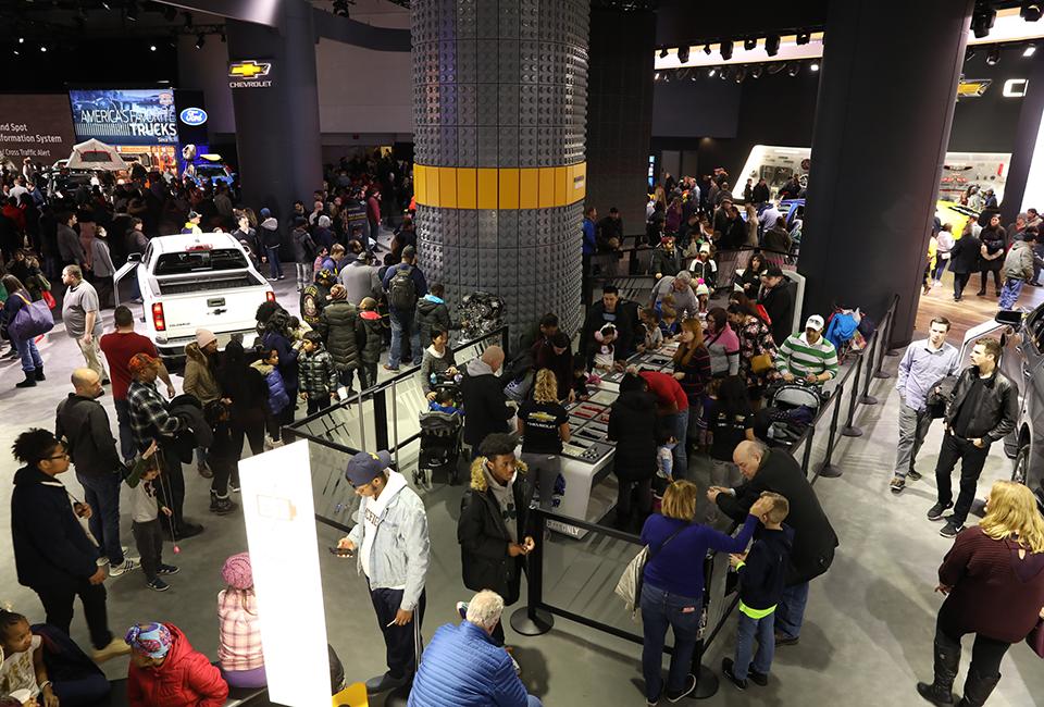 수많은 관람객이 방문한 2019 디트로이트 모터쇼 현장