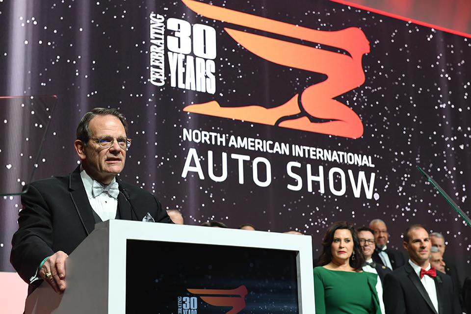 2019 디트로이트 모터쇼- CELEBRATING 30 YEARS NORTH AMERICAN INTERNATIONA AOTO SHOW. 전문가들이 연설하는 모습