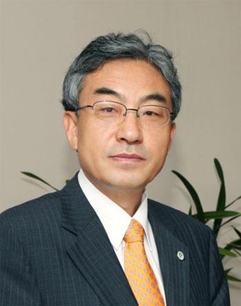 CEO 직속 자문기구 '기업시민위원회' 초대 위원장으로 선임된 김준영 성균관대 이사장.