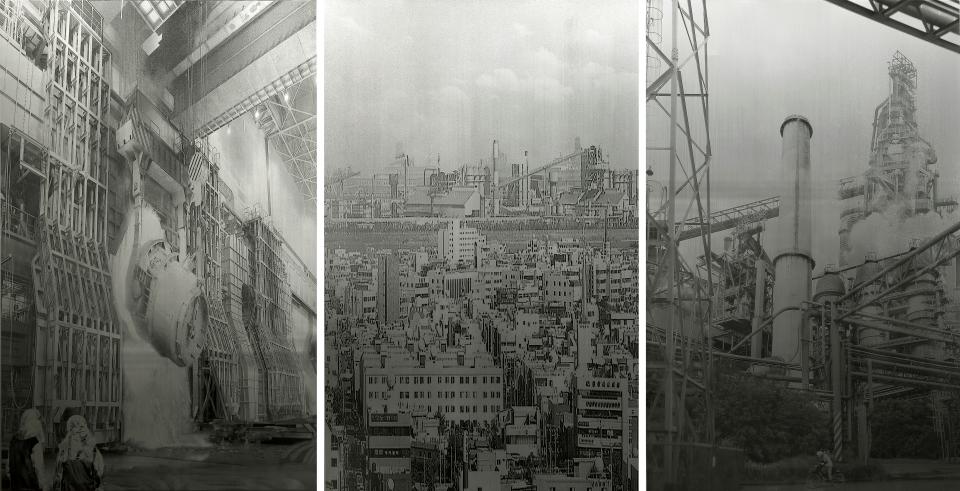 <철의 도시에서> 2018, 스테인리스스틸에 돋을새김, 유성잉크, 130x255cm (출처: 포항시립미술관)