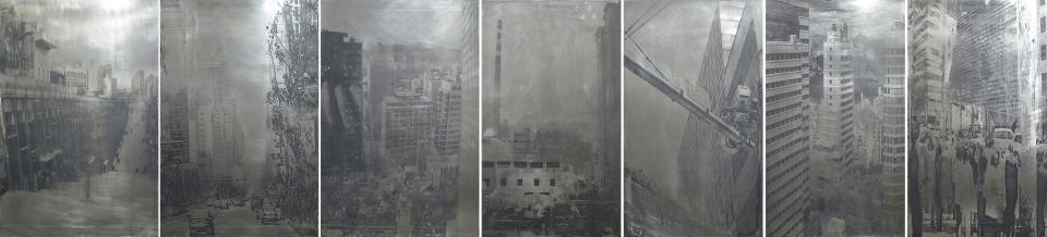 <The Room #15_바벨에서 내려다보다> 2007-2010, 스테인리스스틸에 돋을새김, 유성잉크, 실크스크린, 120x520cm (출처: 국립현대미술관)