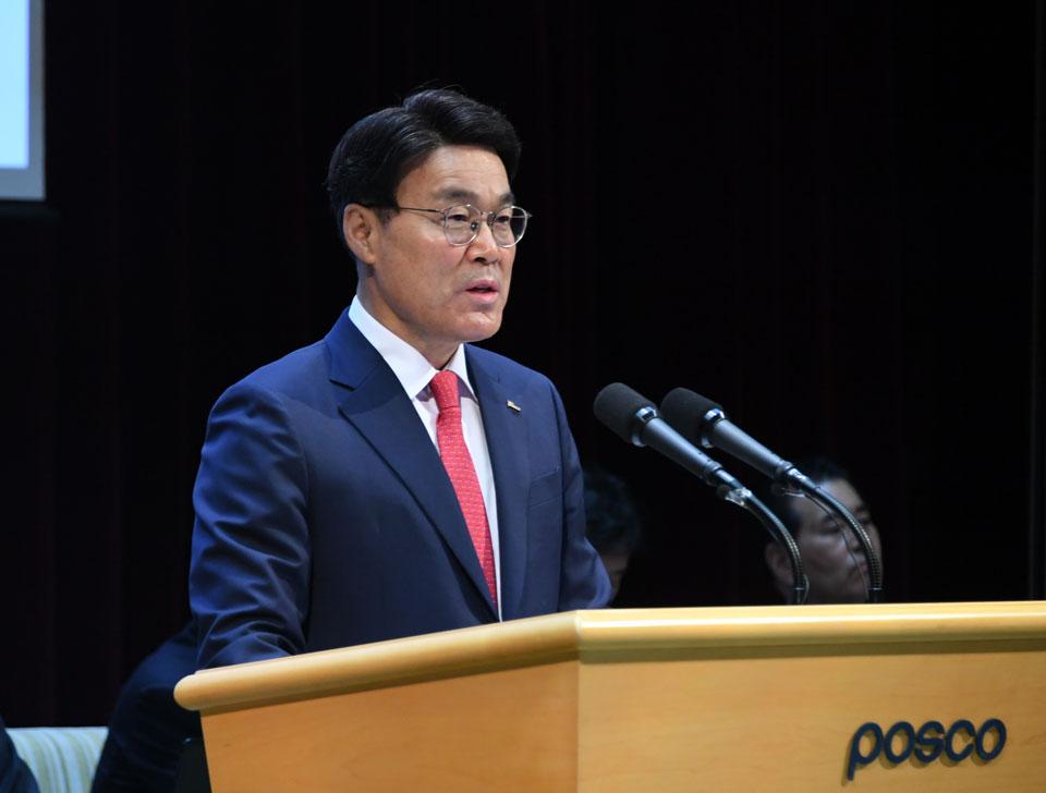 제51기 포스코 정기주주총회에서 최정우 회장이 발언을 하고 있다.