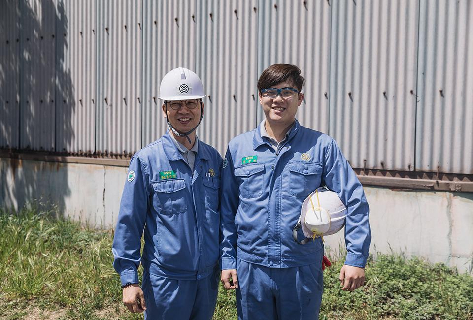 김동식 팀장과 함께 사진찍는 김주원 사원