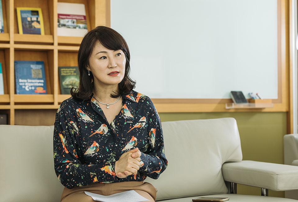 포스텍 컴퓨터공학과 윤은영 교수
