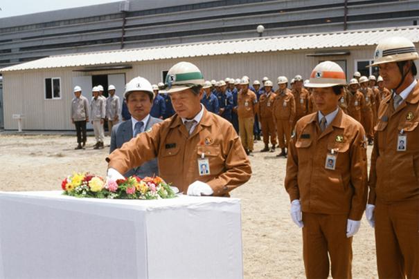 1985년 기술연구소 3연구동 착공식에 참석한 김철우 부사장