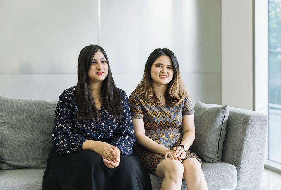 아시아펠로십 장학생 수헤나 메헤라(Suhena Mehra)씨(왼쪽)와 매기 양(Maggie Yang) 씨(오른쪽)