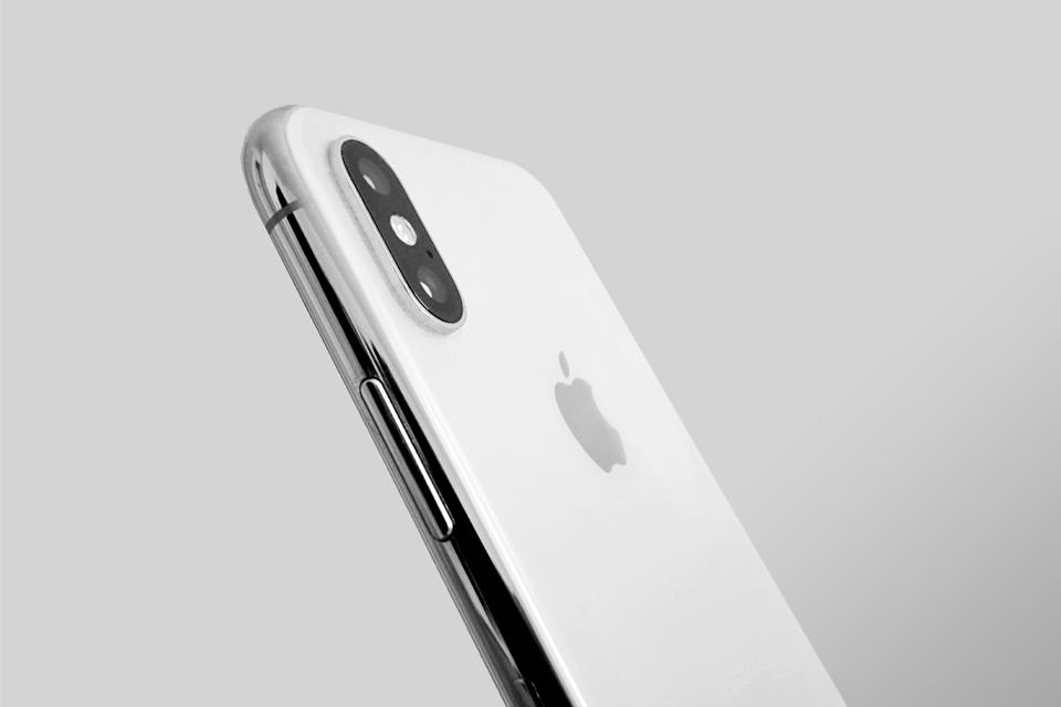 포스코 스테인리스 스틸로 만들어진 아이폰X의 은색 테두리