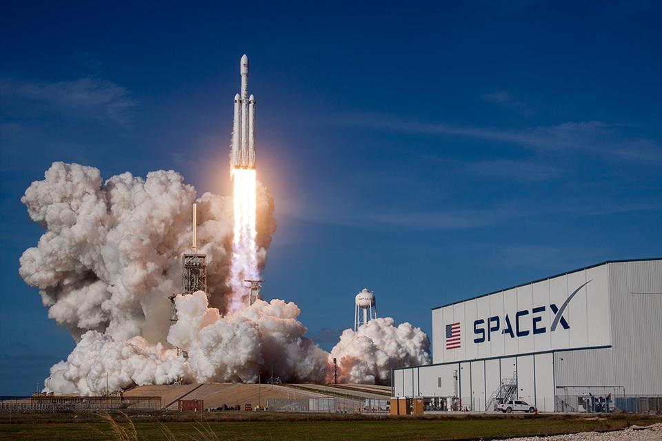 로켓 제조회사 SpaceX의 스테인리스 스틸 우주선