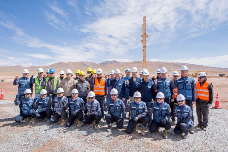 아르헨티나 리튬 추출 데모플랜트 건설현장을 방문한 포스코 최정우 회장과 직원들